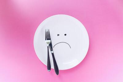 悲しい顔のお皿