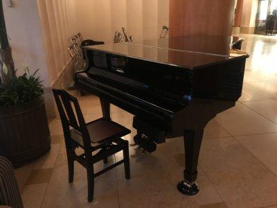 アンバサダーホテルのピアノ